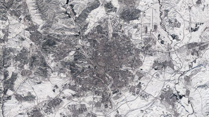 Tak z kosmosu wygląda Madryt pod śniegiem